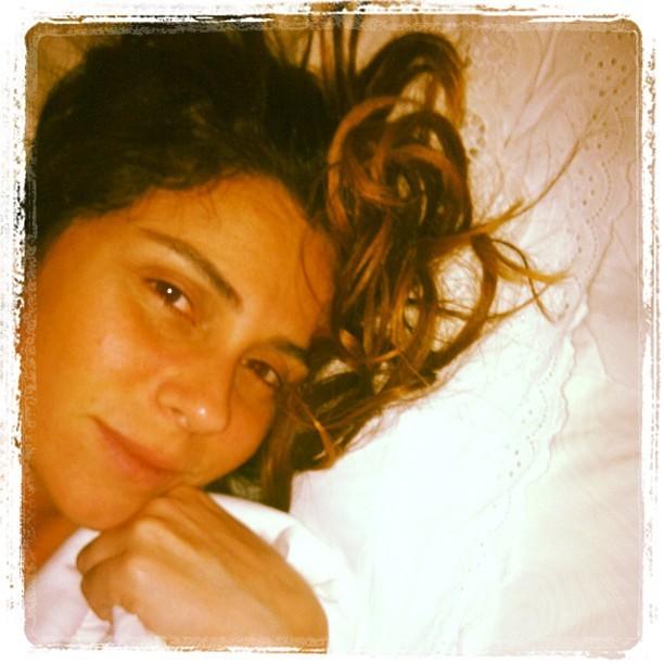 Giovanna Antonelli madruga e posta foto sem make e com cara de sono (Foto: Instagram)