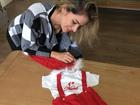 Adriana Sant'Anna mostra look natalino que encomendou ao filho