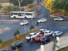 Condutores são flagrados virando em local proibido, em Goiânia; veja