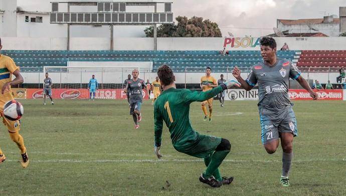 """Diego Nevesdiz que """"vontade"""" vai pesar na busca pelo título (Foto: Wendell Rezende/AOI)"""