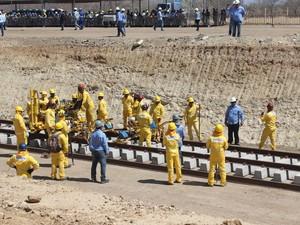 Trabalhadores da Transnordestina pararam devido à falta de pagamento (Foto: Catarina Costa/G1 PI)