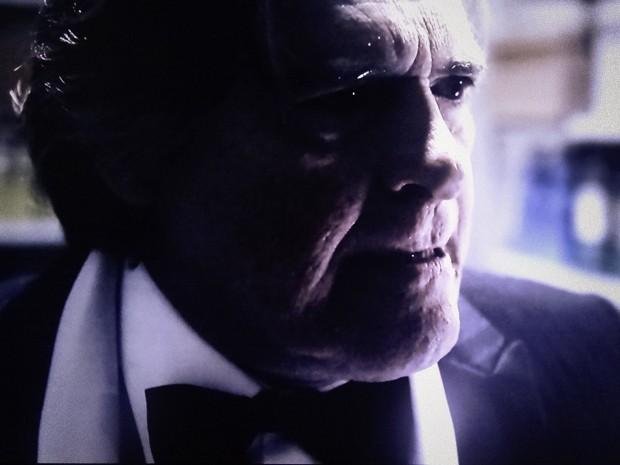 Bernardo fica sabendo que o dossiê está no escritório de Gilda (Foto: O Rebu / TV Globo)