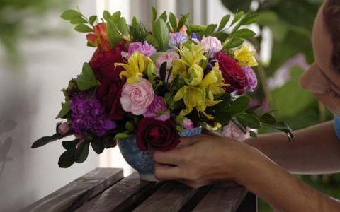 Arranjo de flores naturais: confira o passo a passo e aprenda a fazer você mesmo