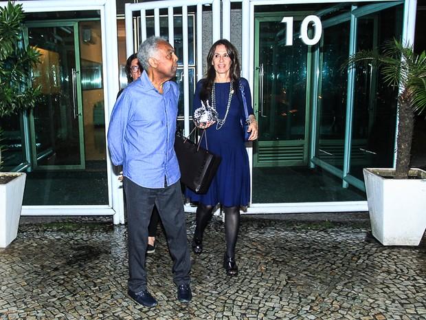 Gilberto Gil e a mulher, Flora Gil, em festa na Zona Sul do Rio (Foto: Marcello Sá Barretto/ Ag. News)
