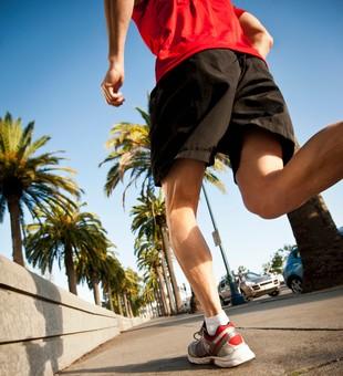 Homem correndo pisada euatleta (Foto: Getty Images)