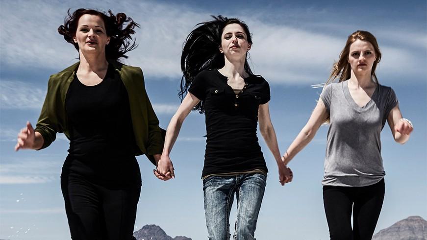 Jessica, Shanell e Andrea escaparam do clã Kingston e vivem para ajudar outras mulheres que enfrentam os mesmos abusos pelos quais passaram  (Foto: Divulgação)