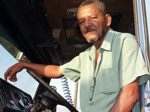 O caminhoneiro Onesmo Coelho enfrenta a Rua do Adubo há 20 anos (Foto: Ivair Vieira Jr/G1)
