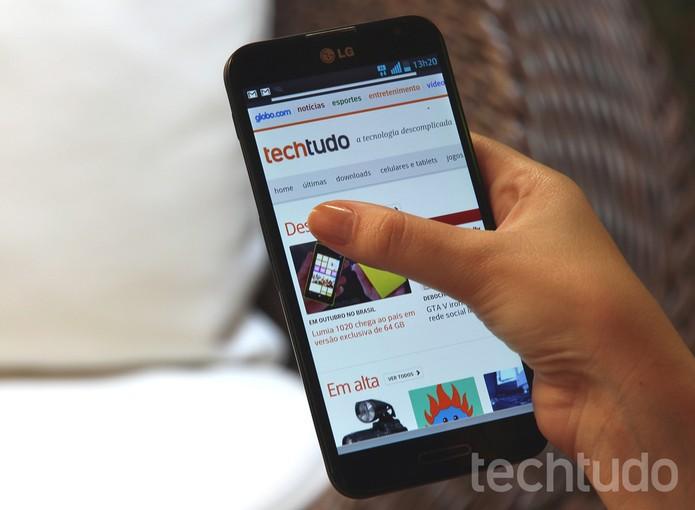 LG Optimus G Pro: foblet impressiona pela velocidade. E pelo tamanho... (Foto: TechTudo / Luciana Maline)