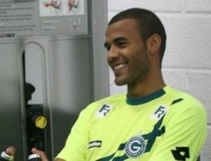 Ernando, zagueiro do Goiás (Foto: Rosiron Rodrigues / Goiás E.C.)