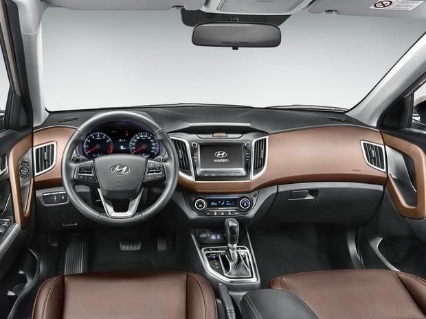 Interior do Hyundai Creta topo de linha tem bancos de couro marrom (Foto: Divulgação)