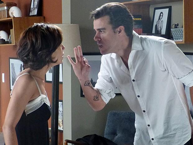 Enrico discute com Maria Clara (Foto: Império/TV Globo)