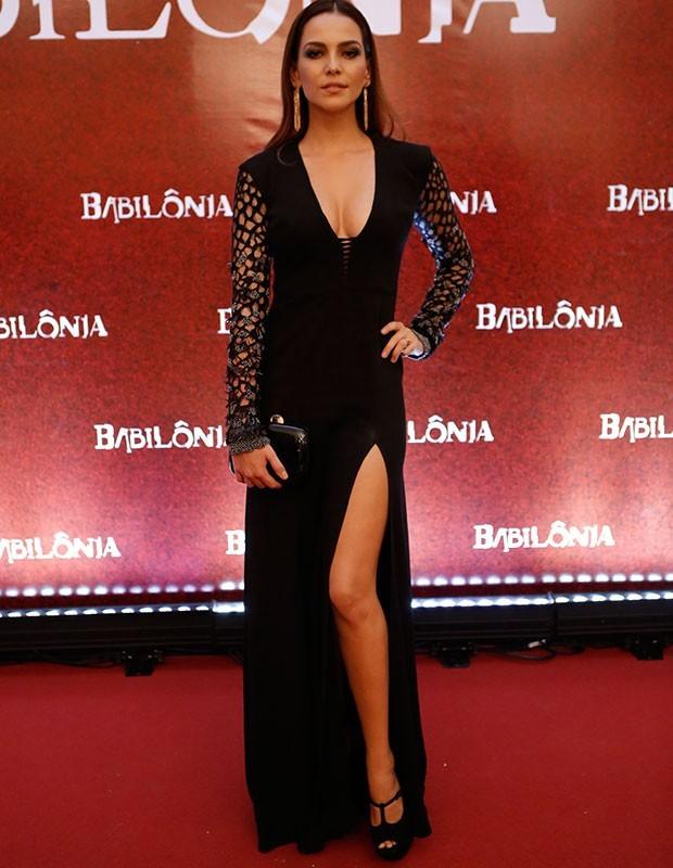 Tainá Müller arrasou em modelo preto com mangas vazadas (Foto: Gshow)