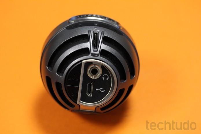 Com conexão USB e saída para fone de ouvido, o MV5 permite gravar e monitorar em tempo real (Foto: Melissa Cruz / TechTudo)