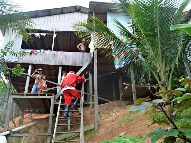 De mil cartas entregues aos Correios, 400 crianças foram beneficiadas com a campanha  (Foto: Adelcimar Carvalho/G1)