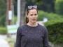 Jennifer Garner, sem maquiagem, faz caminhada com amiga na Califórnia