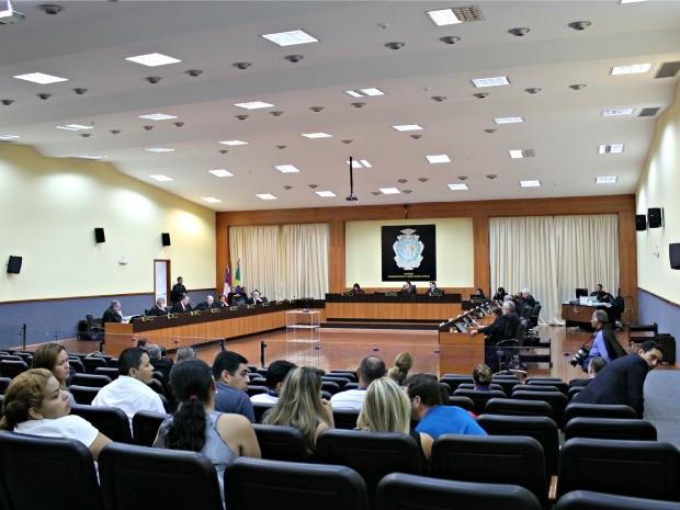 Sessão foi marcada por argumentações divergentes dos magistrados (Foto: Adneison Severiano/G1 AM)