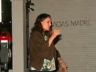 Natalie Portman, grávida e sem maquiagem, se irrita com paparazzo