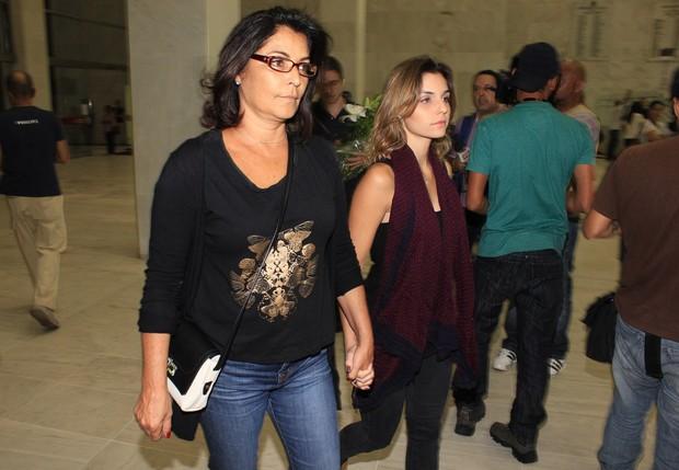 Angela Muniz chega ao velório de Jair Rodrigues (Foto: Celso Tavares/EGO)