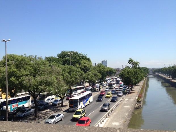 Avenida Francisco Bicalho, no Centro, também apresenta problemas nos sinais de trânsito (Foto: Mariucha Machado/G1)