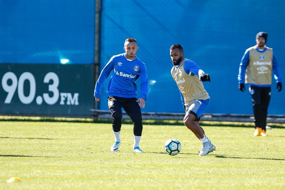 Everton e Fernandinho são opções (Foto: Lucas Uebel/Grêmio)