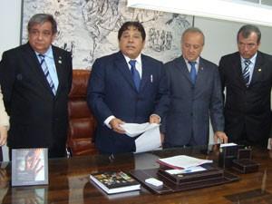 Assinatura de contrato para concurso da Assembleia da Paraíba (Foto: Jhonathan Oliveira/G1)