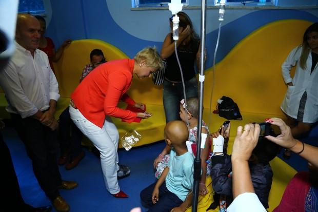 Xuxa no Hemorio (Foto: Marcello Sa Barreto  / AgNews)