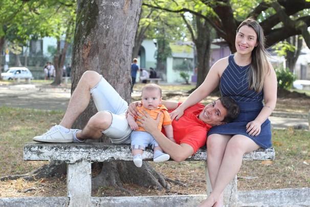 Bruno Pellegrine com o filho Tales e a esposa Carol (Foto: Arquivo pessoal/ divulgação)