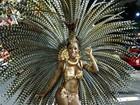 Bailarina Ivi Pizzott mostra o corpão e a sua fantasia de carnaval