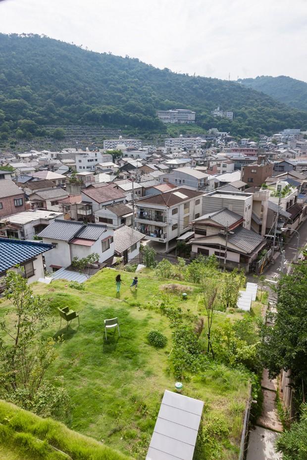No Japão, prédio é construído dentro de uma montanha (Foto: Divulgação)