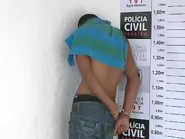Um dos jovens detidos já tinha sido preso antes por tráfico de drogas em João Pessoa (Foto: Reprodução/TV Cabo Branco)
