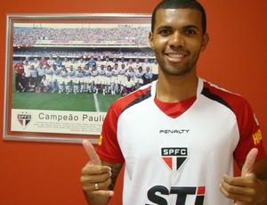 Gladestony ganha chance no São Paulo (Foto: Divulgação/saopaulofc.net)