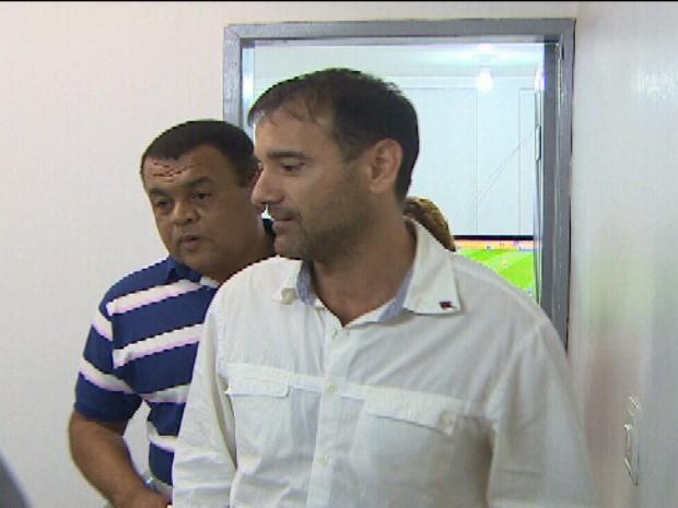 Deputado estadual Marcos Donadon sendo transferido para o Centro de Correição da Polícia Militar em Porto Velho, RO (Foto: Reprodução/TV RO)