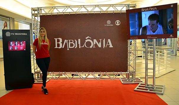 Estande interativo que a TV Fronteira montou para promover a nova novela das nove, Babilônia. (Foto: Marketing/TV Fronteira)