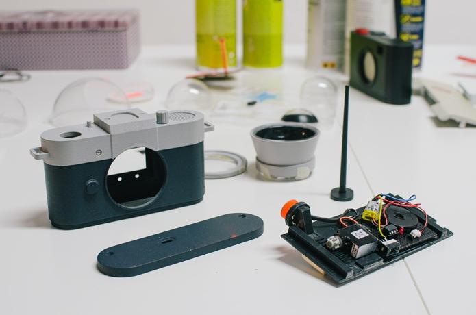 Câmera usa componentes simples para censurar fotógrafos pouco criativos (Foto: Divulgação/Philip Schmitt)