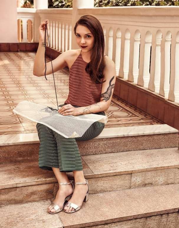 Denise usa top e calça Bo.Bo. e sandálias Amaro (Foto: Lucas Fonseca)