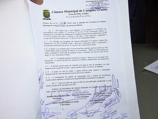 Projetos aumentam salários e concede 13º para vereadores, prefeito, vice e secretários (Foto: Reprodulção/TV Paraíba)
