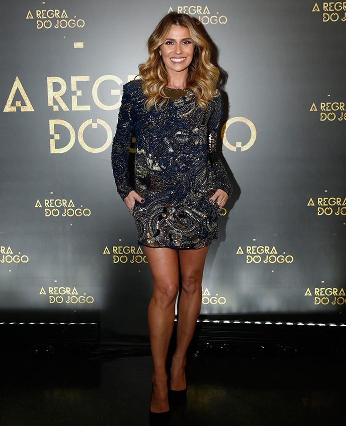 Em vestido bordado curtinho, Giovanna Antonelli exibe corpasso (Foto: Raphael Dias/Gshow)