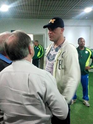 Marcos com a Delegação do Palmeiras (Foto: Diego Ribeiro /Globoesporte.com)
