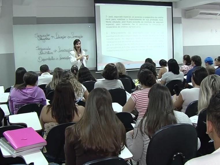 Concurso público atrai candidatos em Goiânia (Foto: Reprodução/TV Anhanguera)