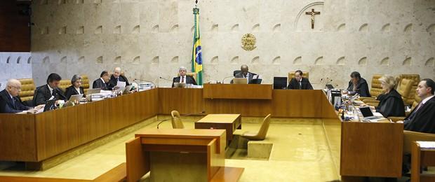 Ministros do STF, durante a sessão que votou  os embargos infringentes sobre crime de quadrilha (Foto: Nelson Júnior / STF)
