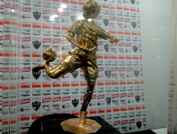 troféu melhor jogador da década ronaldinho gaúcho atlético-mg (Foto: Fernando Martins / Globoesporte.com)