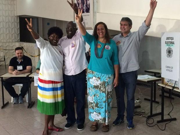 Jandira Feghali votou em colégio na Glória, Zona Sul do Rio (Foto: Fernanda Rouvenat / G1 Rio)