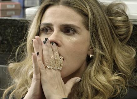 Atena desaba em lágrimas ao receber notícia