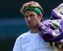 Após cirurgia no coração, Fish volta às quadras e avança em Wimbledon