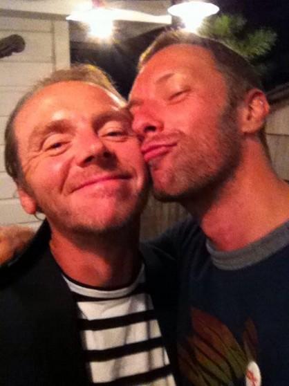 Simon Pegg e Chris Martin (Foto: Reprodução/Twitter)