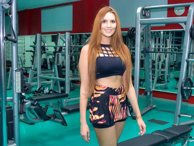 Ex-BBB Tamnires se exercita em academia em São Paulo (Foto: Cauê Garcia/ Divulgação)