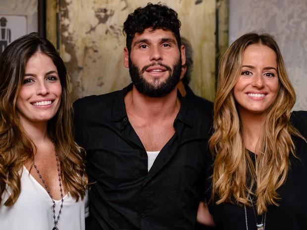 Fernanda Mader, Dudu Azevedo e Erika Mader em festa na Zona Sul do Rio (Foto: Raphael Medeiros/ Divulgação)