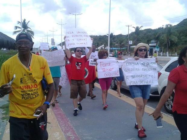 Manifestantem contra Temer também foram à Avenida Litorânea (Foto: Alex Barbosa/ TV Mirante)