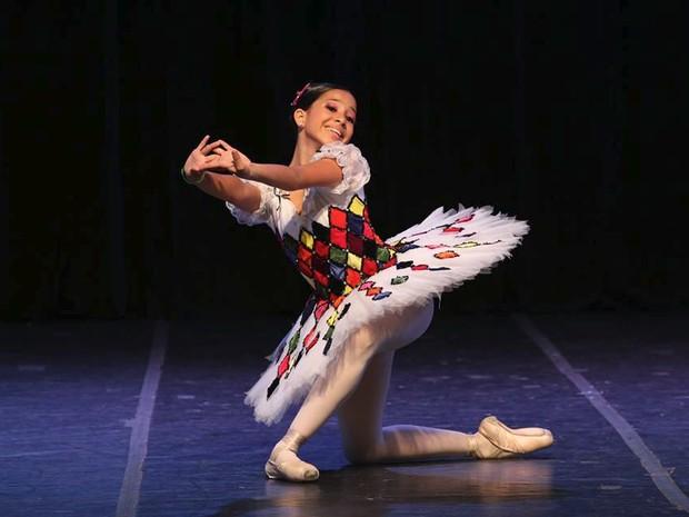 Anne Jullieth, aos 13 anos, tem a leveza e determinação peculiares de uma boa bailarina (Foto: Reginaldo Azevedo)