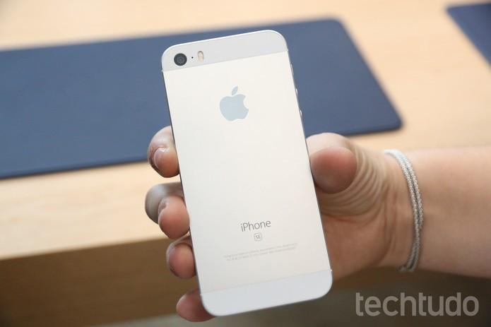 iPhone SE chega com cara de iPhone 5S com tamanho semelhante e tela de 4 polegadas (Foto: Thassius Veloso/TechTudo) (Foto: iPhone SE chega com cara de iPhone 5S com tamanho semelhante e tela de 4 polegadas (Foto: Thassius Veloso/TechTudo))